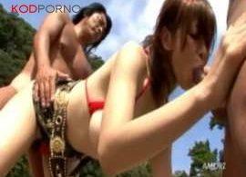คลิปโป๊ คลิปเย็ดสาวบิกินี่แดงเล่นเย็ดกับ2หนุ่มริมชายหาด บรรยากาศดีเสียจริง ๆ เลย