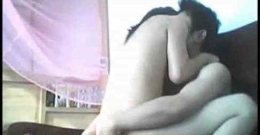 คลิปโป๊ หนุ่มเมืองจันทร์ถ่ายคลิปกับแฟนเอาไว้ เพื่อนมาเปิดเจอแล้วเอาไปลงเน็ต