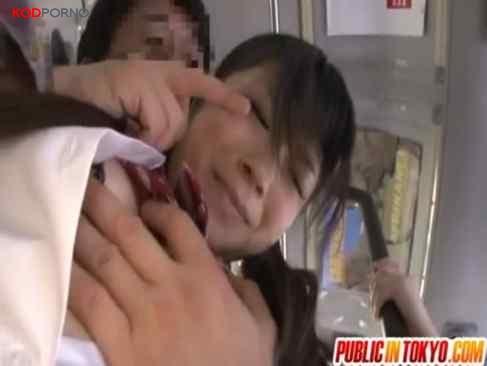 คลิปโป๊ ข่มขืนนักเรียนบนรถไฟฟ้า กลางวันแสงๆ