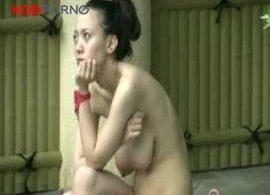คลิปโป๊ แอบถ่ายคลิปเย็ดสาวเล่นน้ำในบ่อน้ำพุร้อน (นมเริ่มยานละ)