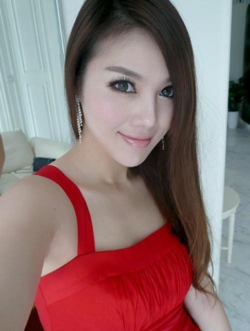 สาวเสื้อผ้าชุดแดงมาแยงรูให้ดูเป็นขวัญตา แยงจนน้ำเงี่ยนไหลออกมาพาเสียว ภาพหลุด