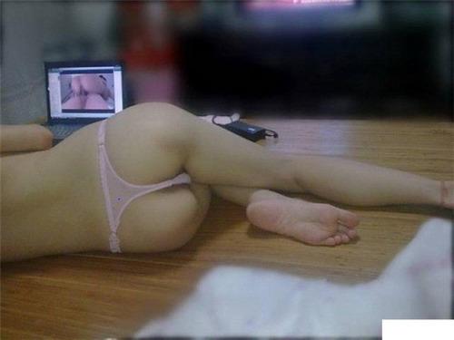 วันเงี่ยนๆของสาวเหงาๆนอนดูหนังโป๊แล้วจัดการเกี่ยวหี รูปหี