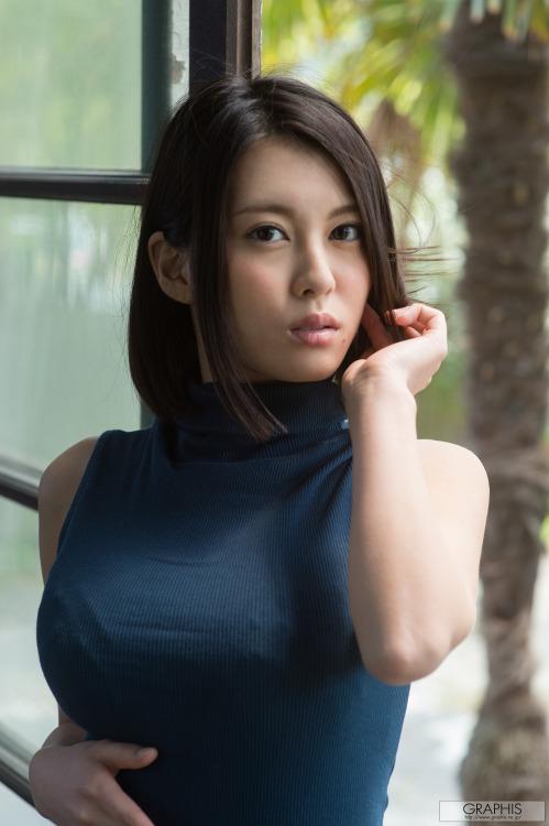 นอกจากน้าเธอจะเซ็กซี่นมของเธอยังกลมชูช่อสวยสุดๆ ภาพโป๊