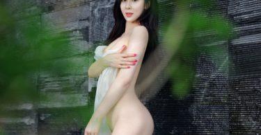 สาวนมสวยชวนเล่นน้ำเย็นๆคลายร้อน โชว์ตูดกลมน่าเด้า รูปเย็ดกัน