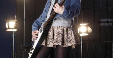 เย็ดหีนักดนตรีสาวคนสวย หีชมพูงดงามนมตั้งเต้าน่าเคล้าคลึง รูปสาวน่าเย็ด