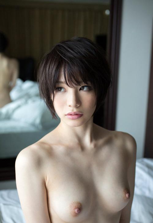 สาวน้อยผมสั้น แอบเซ็กซี่ฝุดๆ ขาวออร่ามีประกาย นมสวยโหนกน่าฟัด รูปเย็ดกัน