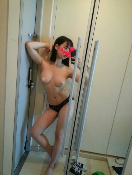 สาวน้อยสุดสวยโชว์เรือนร่างเซ็กซี่ขยี้ใจนมเต้าใหญ่ขาวเนียนชมพูทั้ง เย็นกัน