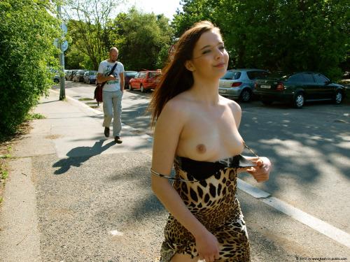 วันชิวๆ แม่เสือสาวสุดเซ็กซี่ หีอวบอูมใหญ่โต รูปเย็ดกัน