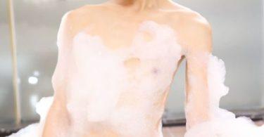 ขาวสวยด้วยฟองสบู่ สวยน่าเข้าไปช่วยถูขี้ไคล รูปโป๊