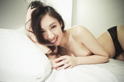 ยิ้มสวยหีเนียน เอวดีมีทีเด็ด รูปหี