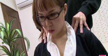 เล่นเสียวกับพนักงานสาว จัดเต็มลีลาเด็ดๆ กลางห้องทำงาน รูหี