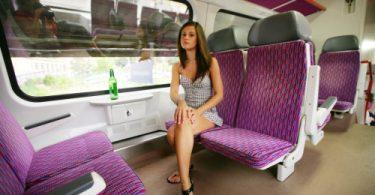 สาวน้อยเงี่ยนจัด เกี่ยวบนรถไฟเลยทีเดียว เสียวกระตุกติ่ง ภาพโป๊