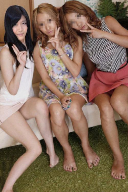 จัดทีละสามสาว รูปจากหนังโป๊