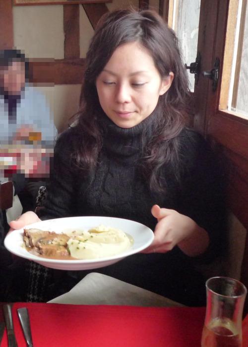 พาเมียมากินข้าว แล้วพาไปกินควย ในม่านรูด โชว์หี