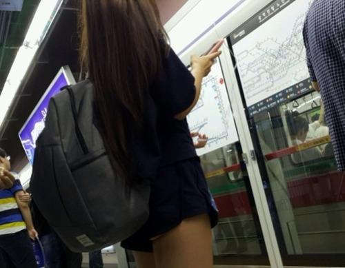แอบดูหีนักเรียนสาวคนสวย ใส่สั้นจนหีออก รูปจากหนังโป๊