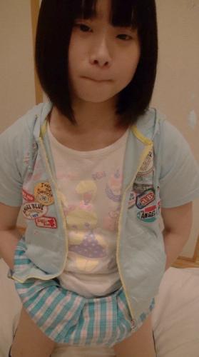 ลีลาน่ารักของสาวประถม ขาวๆเนียนๆกินน้ำเงี่ยนเต็มปากเลย รูปสาวน่าเย็ด